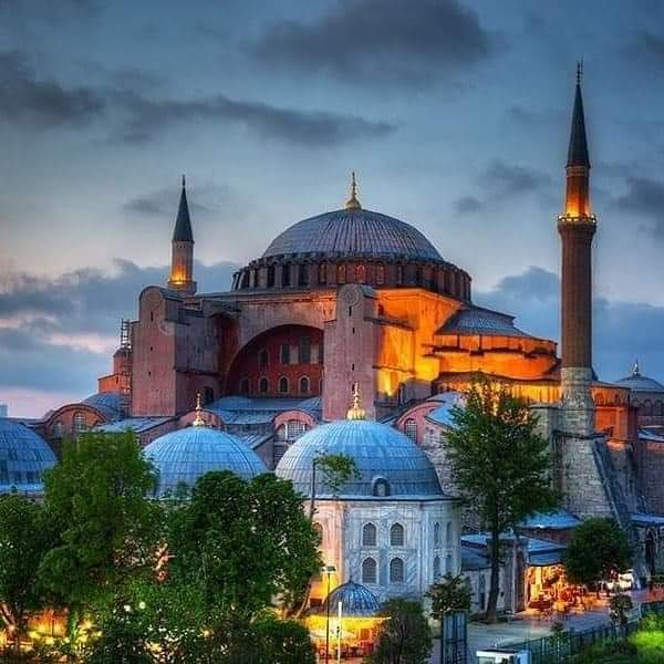 HAGIA SOPHIA DAN CAHAYA KEMENANGAN ISLAM