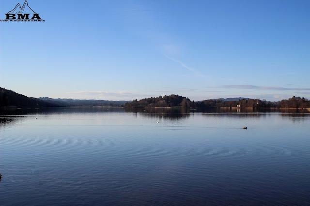 Blick auf die Inseln im Staffelsee - Wanderung Bayern Rund um den Staffelsee Murnau - Seehausen - Best Mountain Artists -familienfreundliche Wanderung