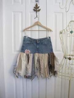 O jeans é um material confortável, prático e amado por todo mundo. Há várias maneiras de reaproveitar aquele jeans antigo jogado no fundo do armário.
