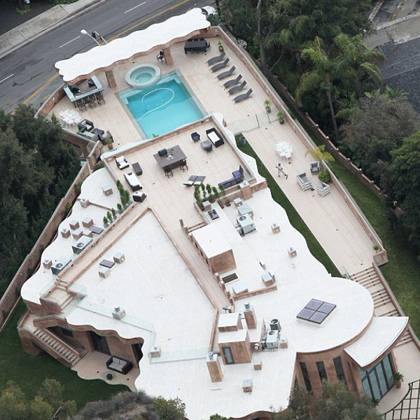 Do you want to know what the stars' houses look like