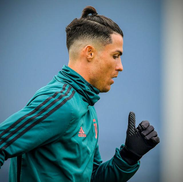 Ronaldo khoe tóc mới ăn mừng giải cá nhân: Fan chê không hợp tuổi 3