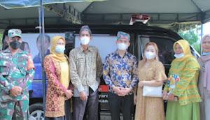 Dwi Hartono Pengusaha Muda Asal Tebo Hibahkan Mobil Ambulance untuk Desa Tirta Kencana