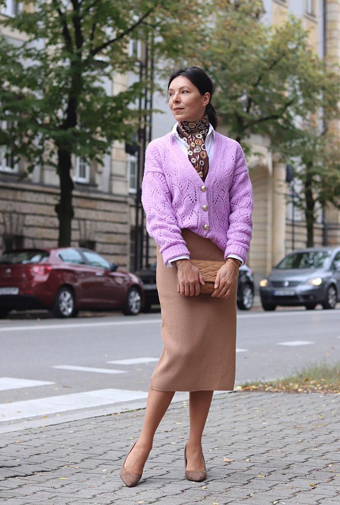 lawendowy sweter rozpinany stylizacje