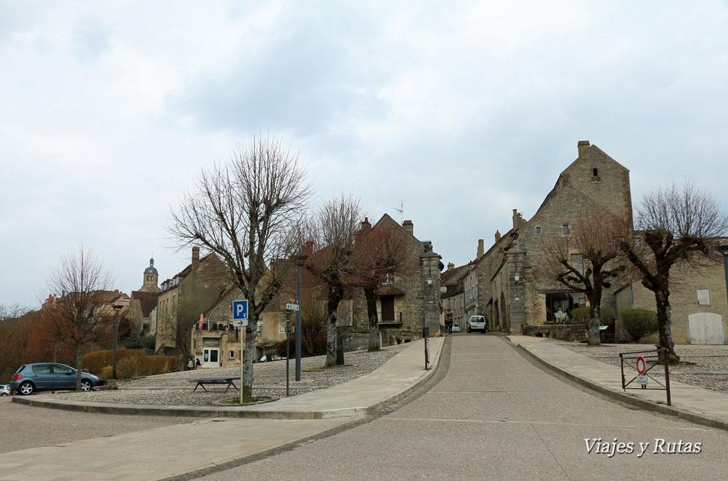 Calle principal de Vélezay, Francia
