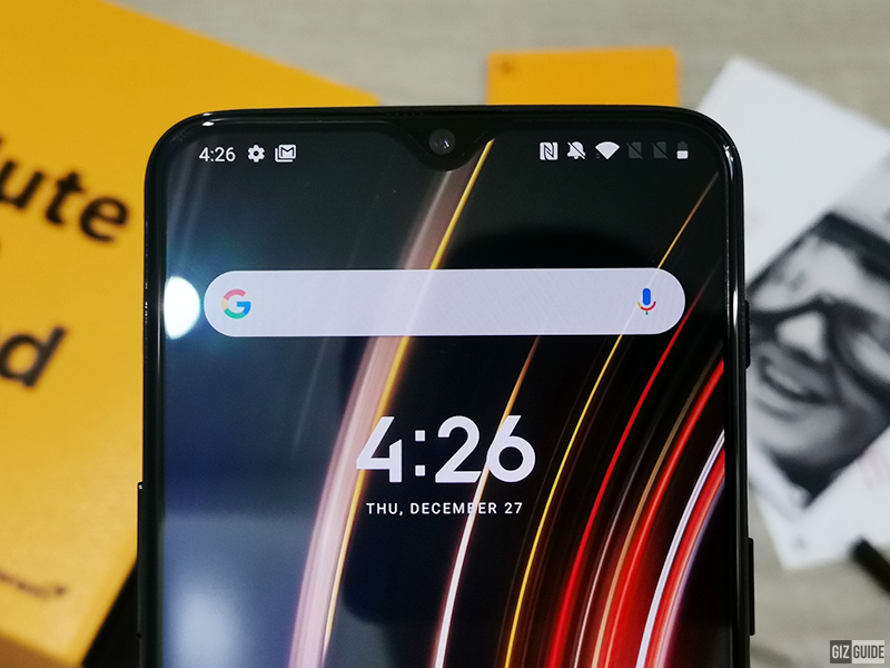 The tiny notch and slim bezels