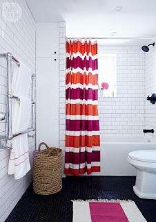 bagno con tappeto di lana immagine
