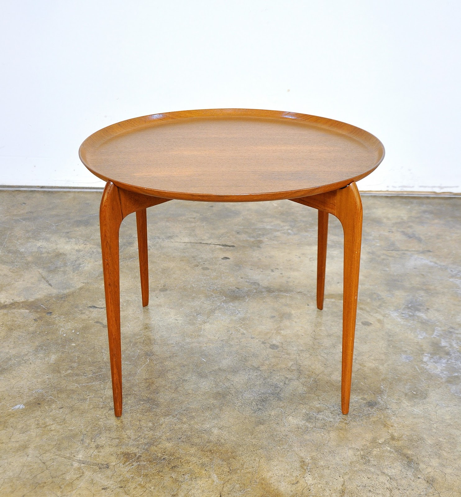 Select modern willumsen and engholm for fritz hansen for Tray side table