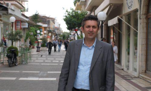 Στο Υπουργείο Περιβάλλοντος πετάει την ευθύνη για την μεταφορά των απορριμμάτων των Παξών στον ΧΥΤΑ της Άρτας ο δήμαρχος της περιοχής Χρήστος Τσιρογιάννης.