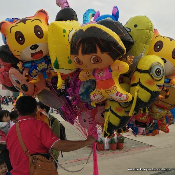 kids balloons at Taiwan Lantern Festival 2016