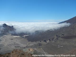 Roques de García y Parador Nacional desde la montaña de Guajara