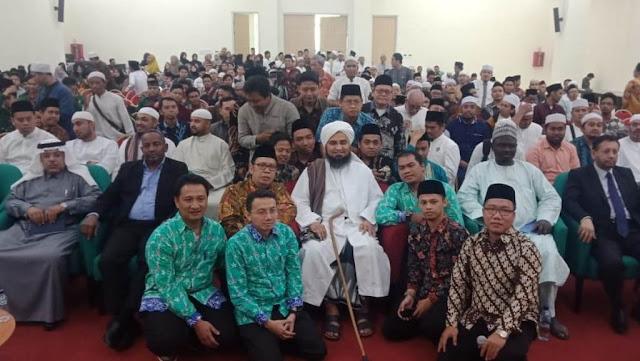 Habib Ali Tidak Setuju dengan Kelompok yang Memaksakan Untuk Tidak Mentaati Pemimin Non-Muslim