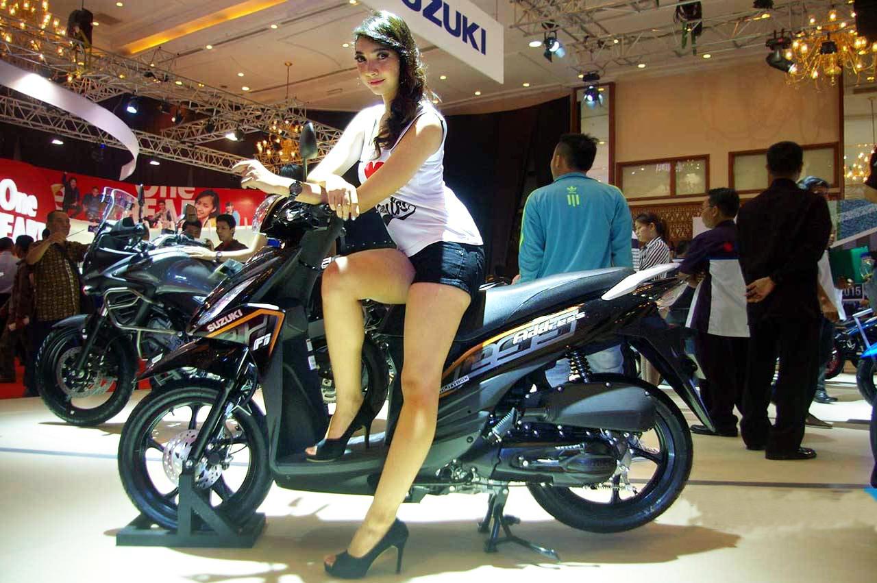 Paha Mulus SPG Suzuki Cewek Igo pakai Baju tanktop