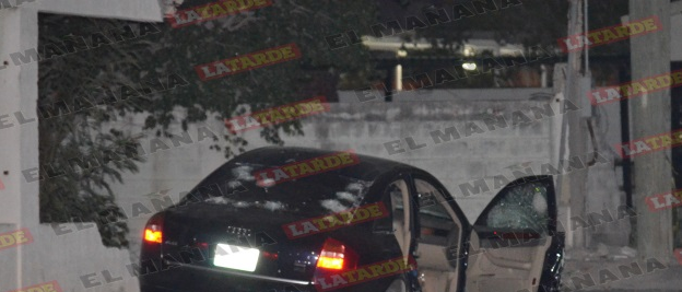 Al sonoro rugir de metralla se enfrentan sicarios contra policias y les tumban Audi A8 blindado y abaten a dos