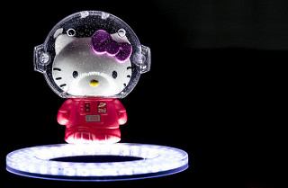 Hello Kitty con traje de astronauta