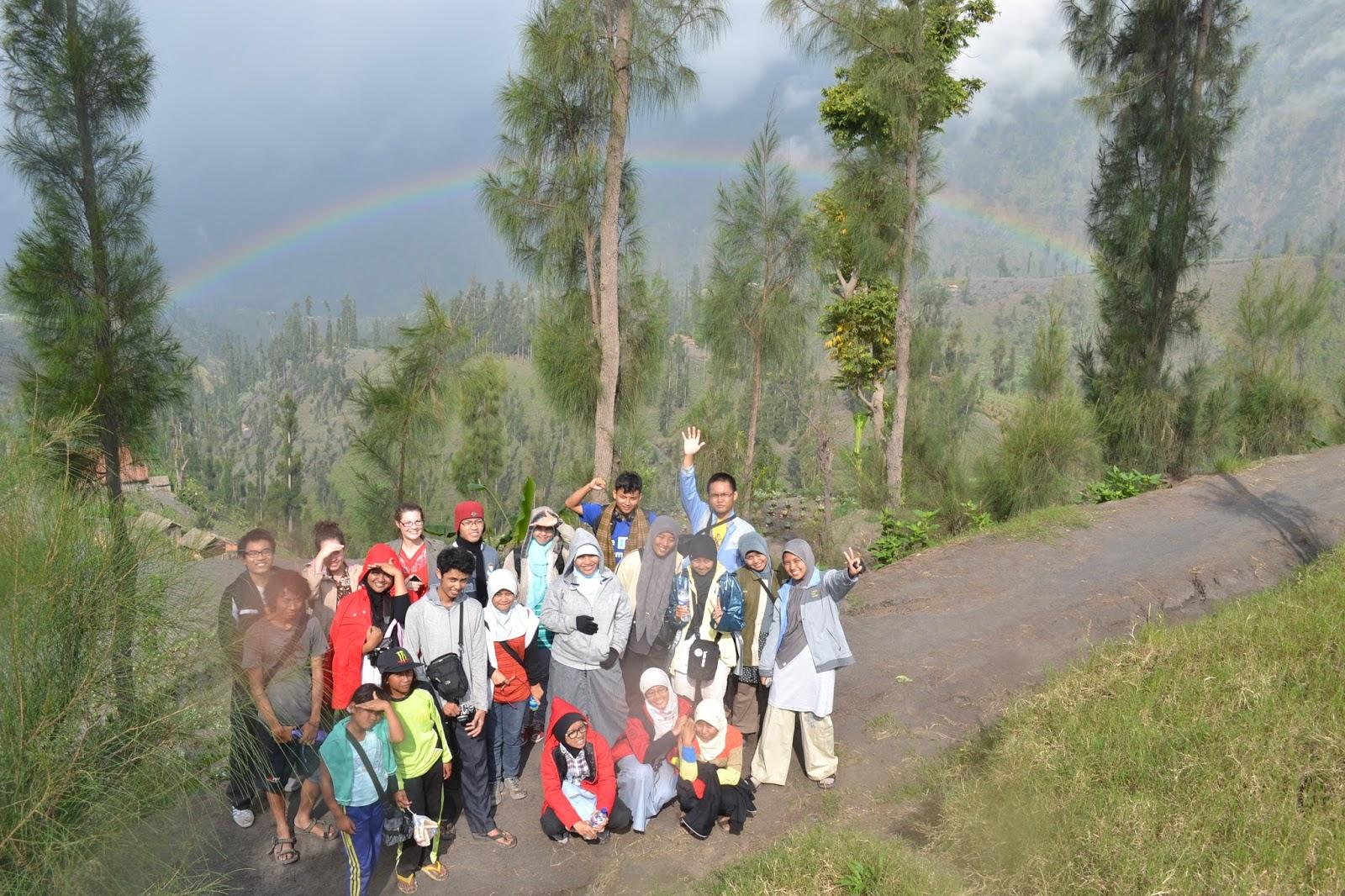 voluntourism volunteering dan tourism Book for Mountain di Bromo dan Sebesi