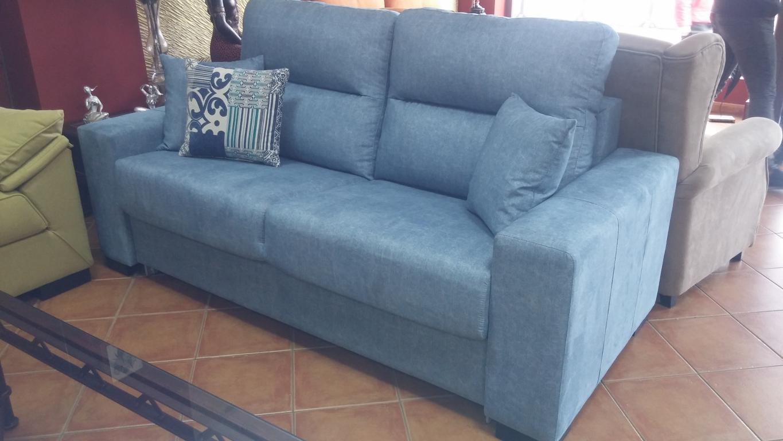 Rebajas por liquidacion de sofas de exposicion en los for Liquidacion sofas cama