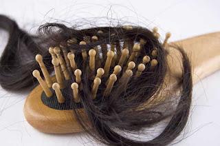 أسباب تساقط الشعر من الجذور