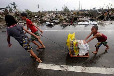 children scavenging for food in the aftermath of Yolanda