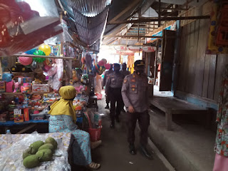 Kapolsek Enrekang Pimpin Patroli Pasar Sentral Enrekang Sekaligus Himbau Masyarakat Patuhi Prokes