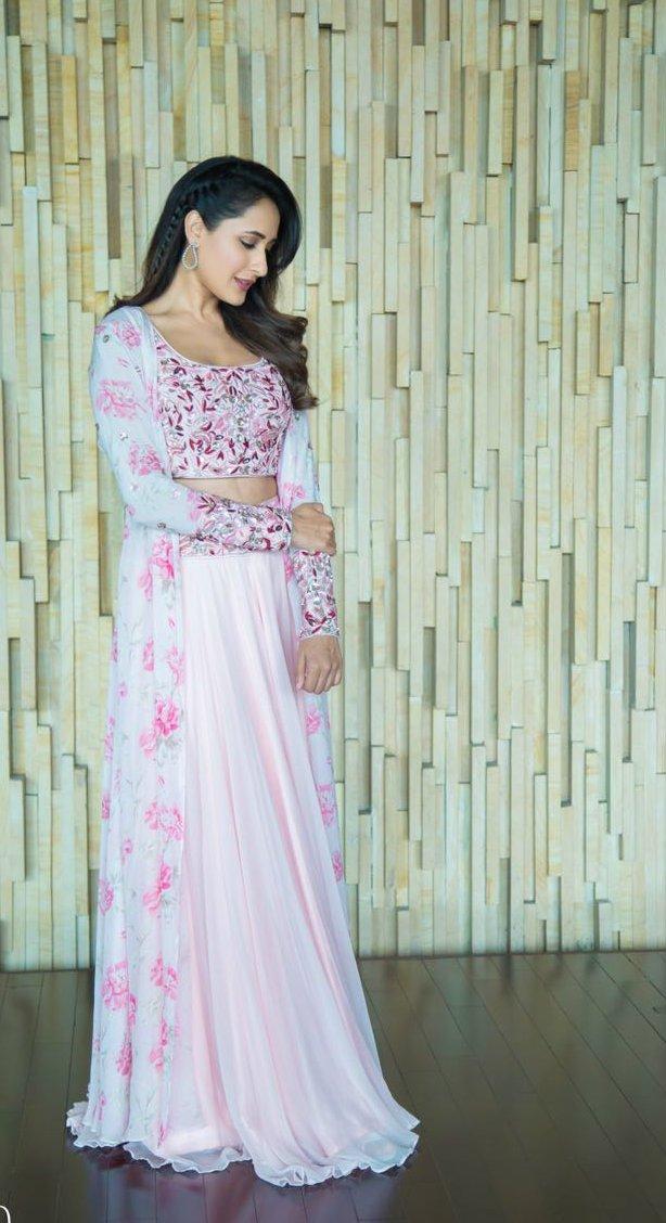 Actress PragyaJaiswal latest Images