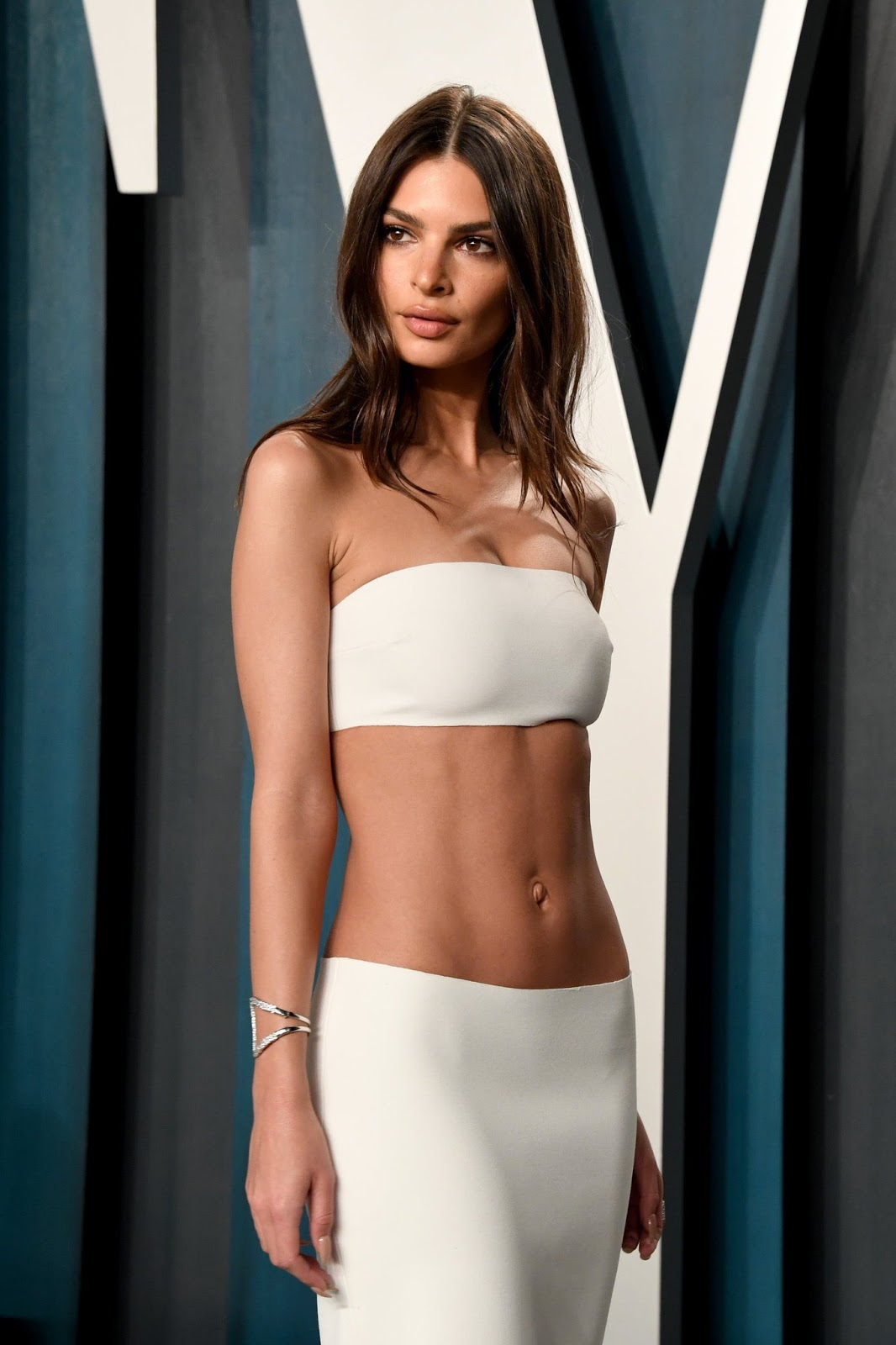 Emily Ratajkowski is an ab baring seductress at the 2020 Vanity Fair Oscars Party