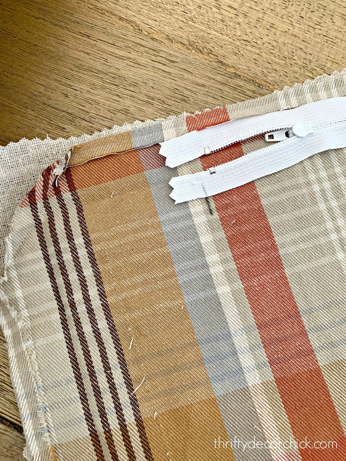 How to add a zipper to a DIY pillow cover