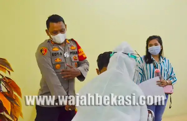 Sambut HUT Bhayangkara, Polres Metro Bekasi Gelar Vaksinasi Massal di Polsek Tarumajaya