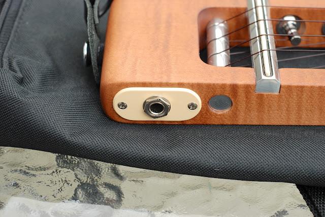 Risa Uke Solid ukulele jack socket