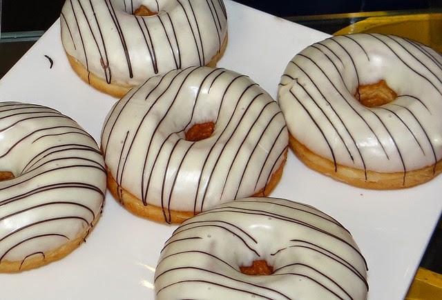 Donut relleno de leche - 3 7