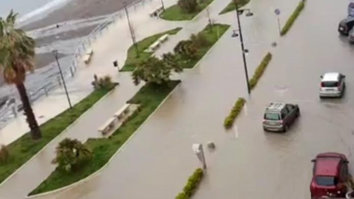 La pioggia di Primavera inonda Castellammare di Stabia