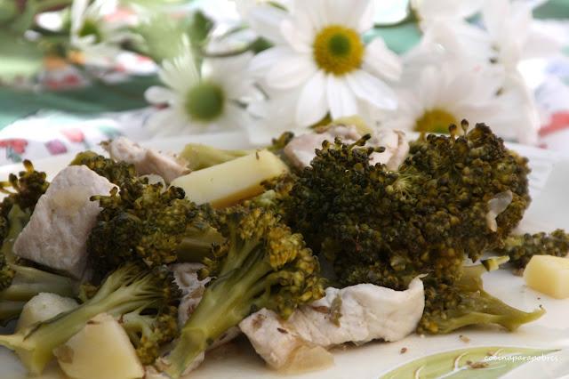 Brócolis con patatas y pollo
