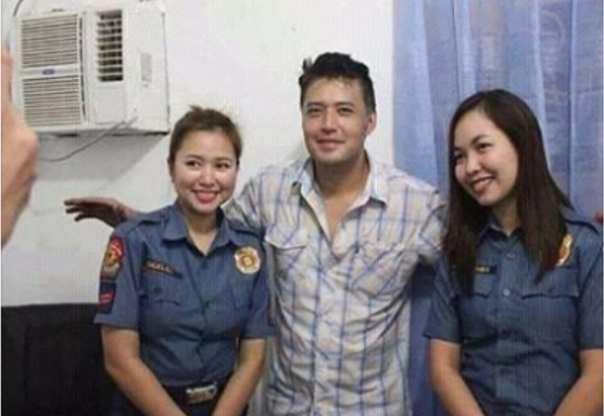 Policewomen get bashed for posing with Fernandez right after arrest