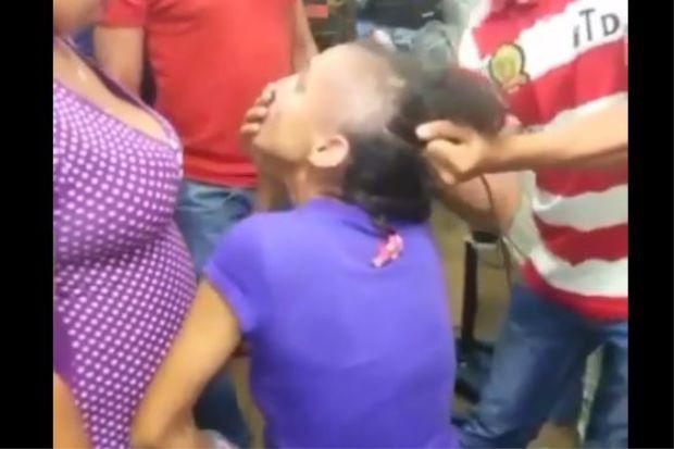 KLIP VIDEO Dua Wanita Dicukur Kepala Kononnya Berlaku Di