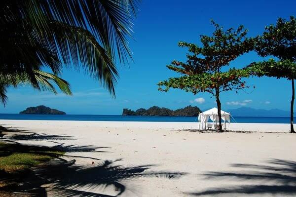 Langkawi Has A Warm Year Round Climate With An Average Temperature Of About 28 Degrees Celsius However The Best Time To Enjoy Your Honeymoon Is Cool