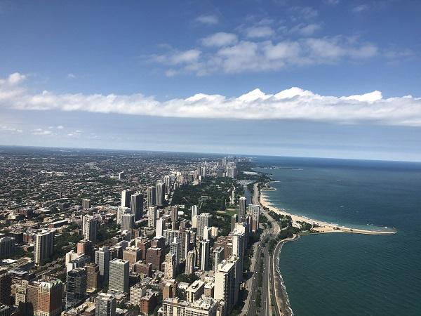 Blick aus dem 94. Stock vom Hancock Tower über die Skyline von Chicago und den Lake Michigan