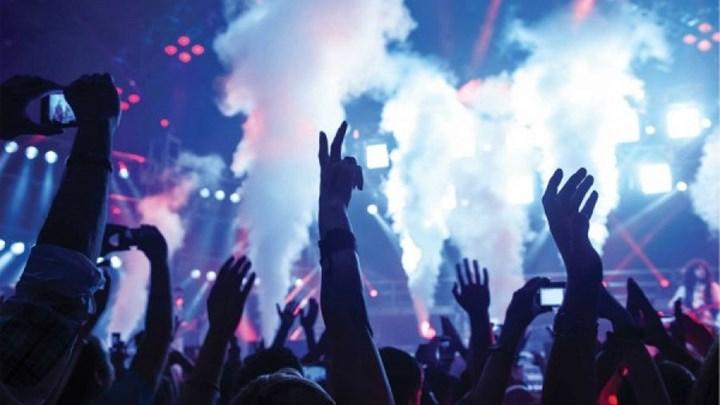Χαλκιδική: Οργή και αγανάκτηση για τη συναυλία σε beach bar που διέσπειρε τον κορονοϊό