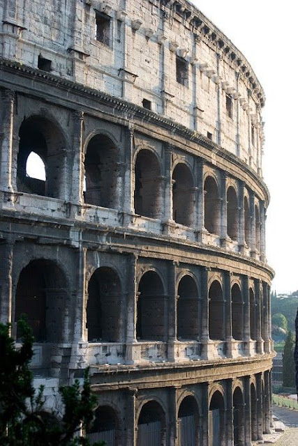 Italy Travel Guide: 10 Best Places to Visit in Rome - The Colosseum and the Arch of Constantine
