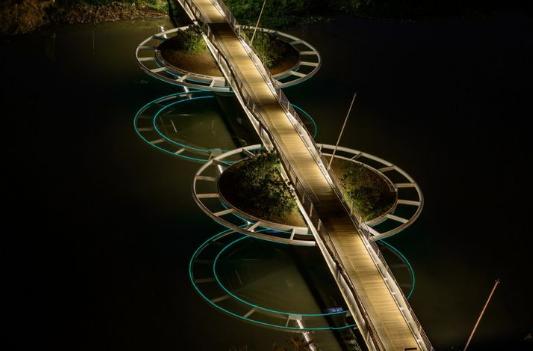 9 Jembatan yang Benar-benar Bisa Bergerak