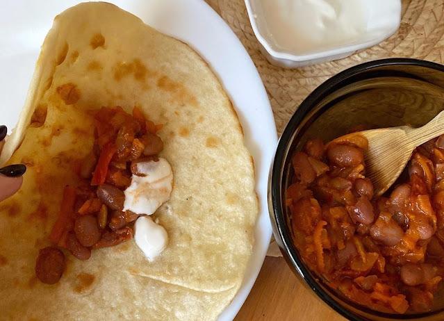 Лобио на лепешках - сытное и вкусное блюдо кавказской кухни