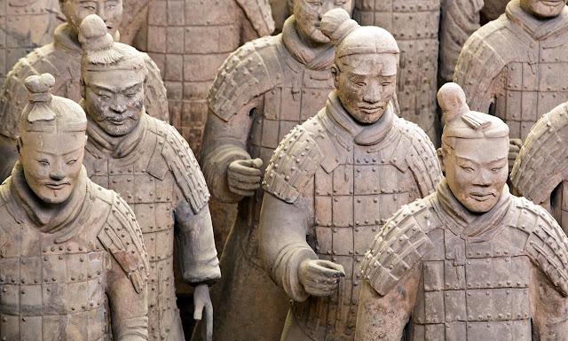 www.fertilmente.com.br - Existiam pelo menos 4 rostos diferentes para os soldados, os Generais contavam com máscaras próprias.