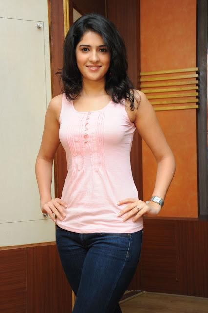 Deeksha Seth heroines nadigai photos