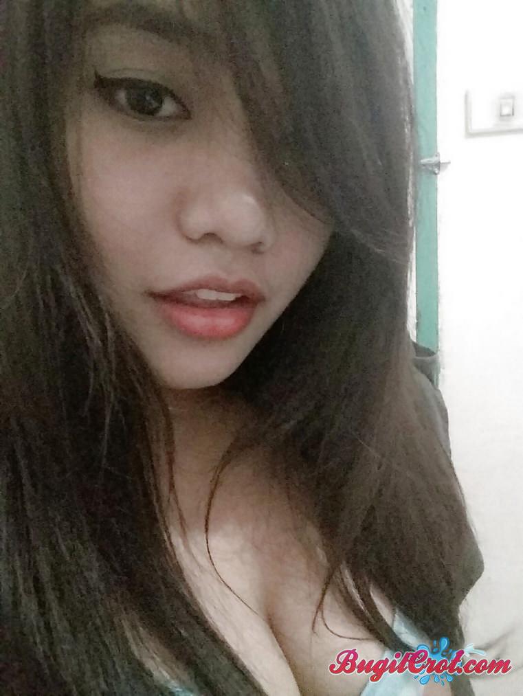 Foto bugil cewek cantik toge suka narsis posting di reddit pamer lubang memek dan toket