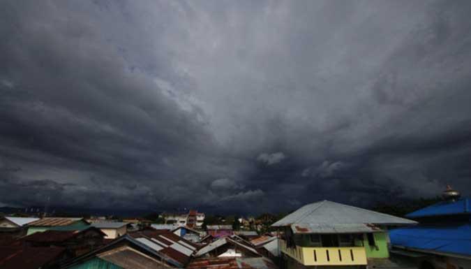 Badan Meteorologi, Klimatologi dan Geofisika (BMKG) mengimbau masyarakat agar mewaspadai hujan lebat disertai petir di sejumlah daerah di Maluku pada beberapa hari ke depan.
