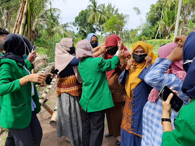 Edukasi Masker itu Penting, Mahasiswa KKN Unimal kelompok 261 mendapat Respon Baik dari Masyarakat