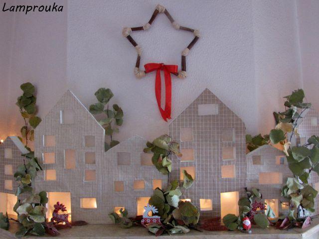 Χριστουγεννιάτικη διακόσμηση τζακιού με σπιτάκια.