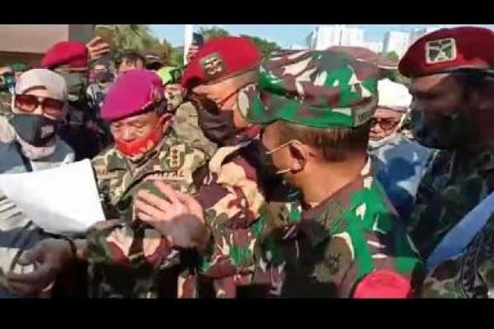 Laksda (Purn) Suharto Baca Maklumat PPKN, Dandim Jaksel Berusaha Menghentikan