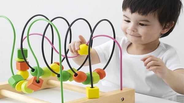 هل اللعب مصدر تسلية ومضيعة للوقت فعلاً أم أنه وسيلة تعلم؟  وهل اللعب يخدم النمو بأنواعه لدى الطفل؟