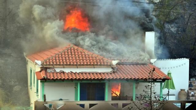 Πυρκαγιά κατέστρεψε οικία στο Ξυλόκαστρο Κορινθίας