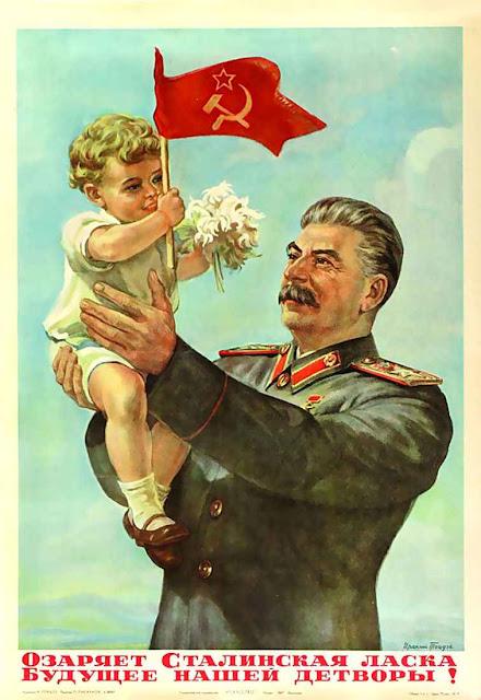 """""""A bondade de Stalin ilumina o futuro de nossas filhos"""", diz o cartaz. Putin joga a mesma cartada bancando de defensor da família e da moralidade pública, até no Ocidente!"""