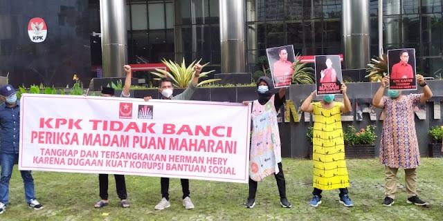 Pendemo Berdaster Aksi di Gedung KPK: Periksa Madam Puan dan Tangkap Herman Herry!